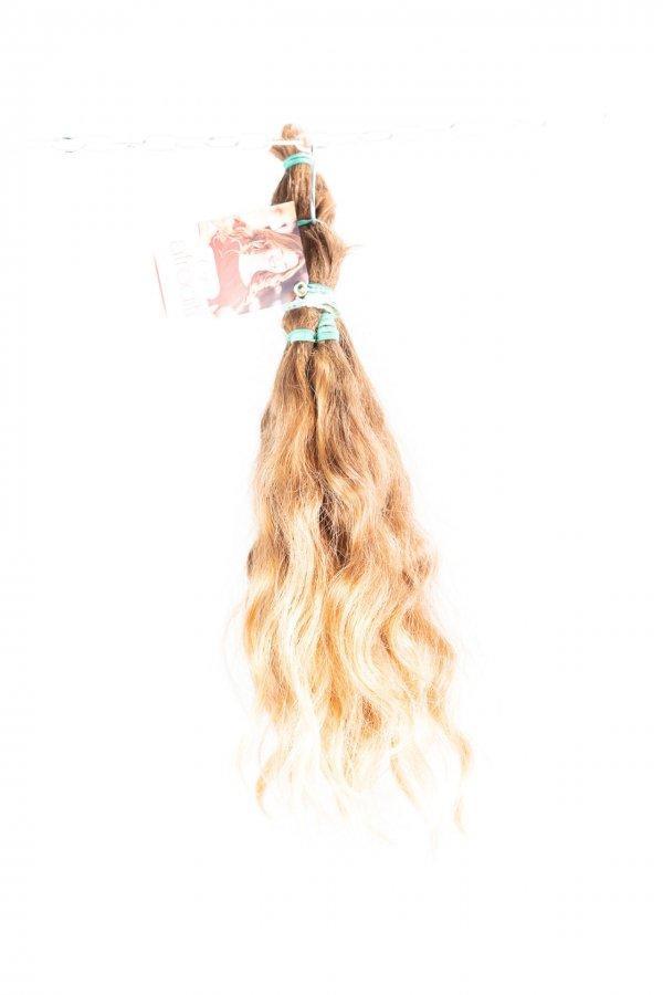 Pevná vlna světlých vlasů k prodloužení.