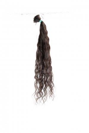 Přírodní tmavé vlnité vlasy k prodloužení.