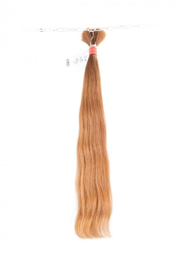 Světle hnědý odstín na prodloužení vlasů