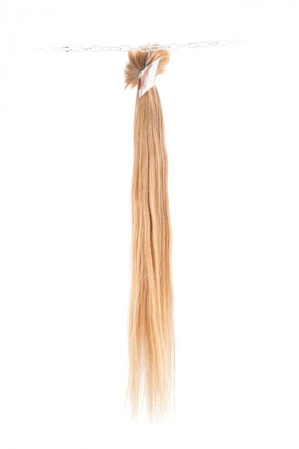 Vlasy k prodloužení v medovém odstínu.