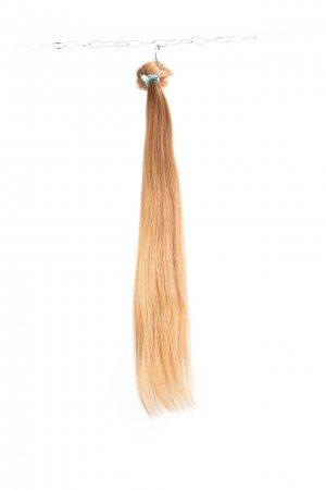 Tmavé blond vlasy k prodloužení.