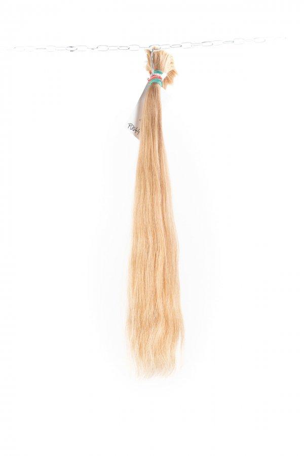 Zesvětlené vlasy k prodloužení.