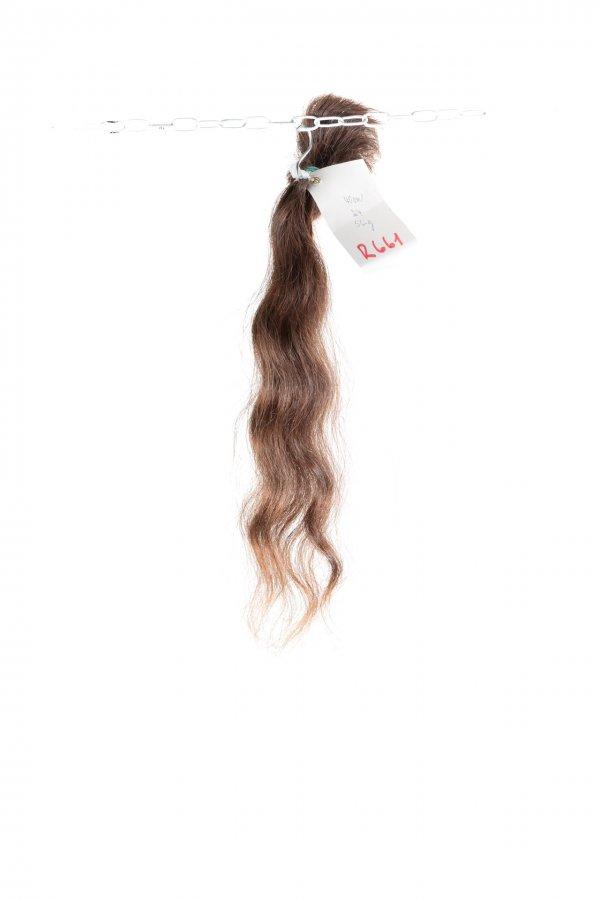 Vlnité řecké vlasy ve světlém odstínu