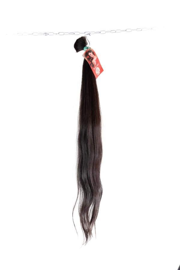 Jemná vlna přírodních hnědých vlasů na prodloužení