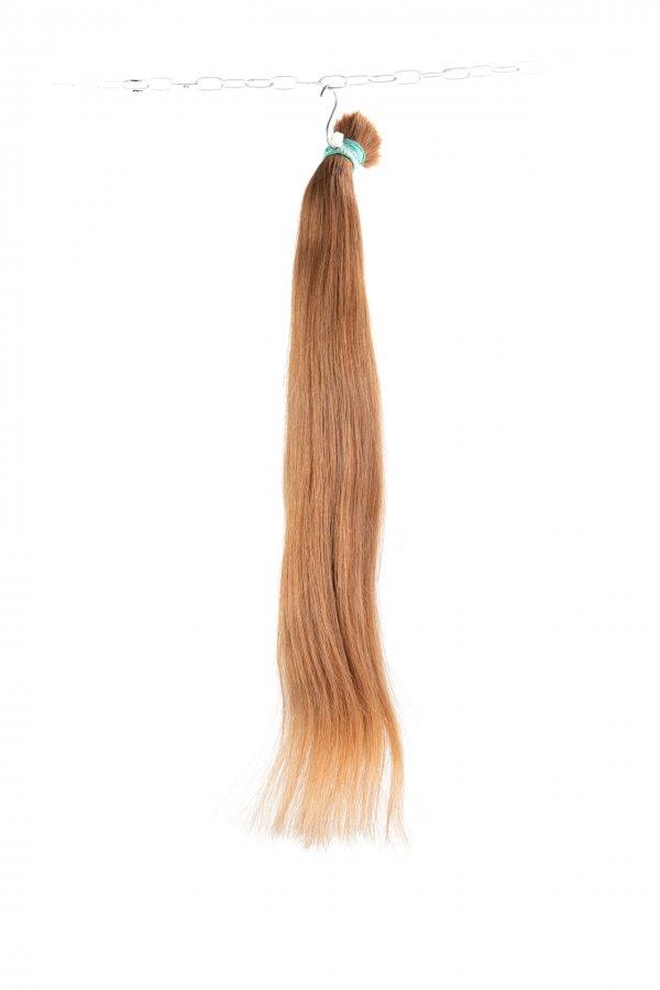 Světle hnědé ruské vlasy.
