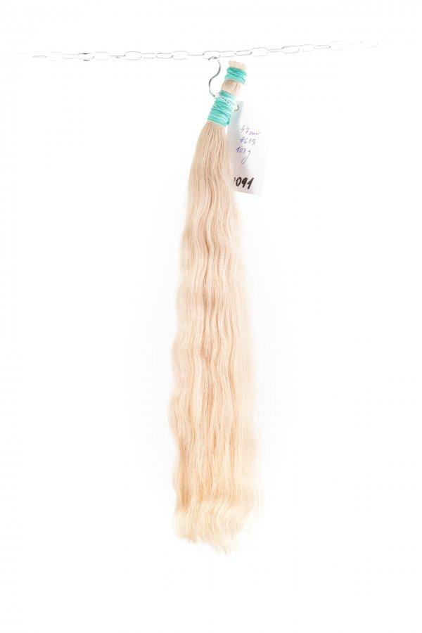 Luxusní ruské vlnité blond vlasy.
