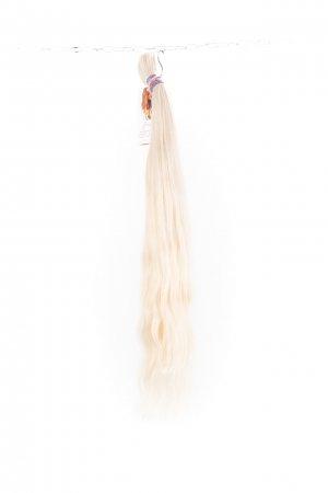 Světlé vlasy s lehkou vlnou na prodlužování