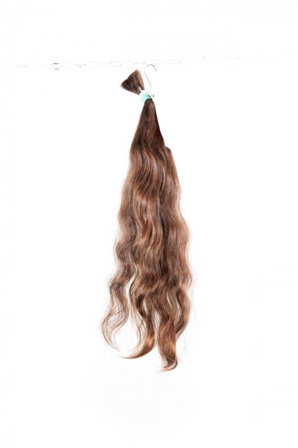 Přírodní hnědé vlnité vlasy k prodlužování.
