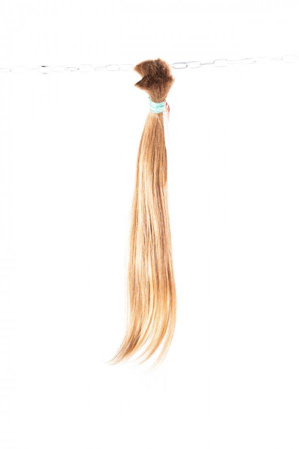 Světlé rovné vlasy na prodlužování vlasů.