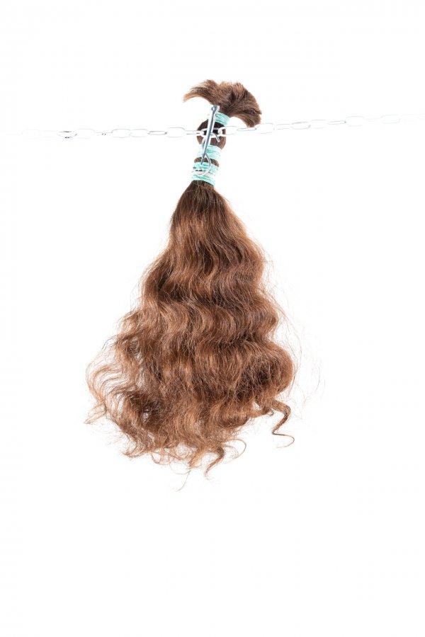 Kudrnaté světlé vlasy na prodlužování vlasů.