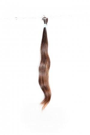 Vlnité hnědé vlasy na prodlužování.