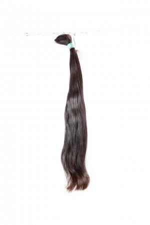 Dlouhé přírodně hnědé vlasy na prodloužení.