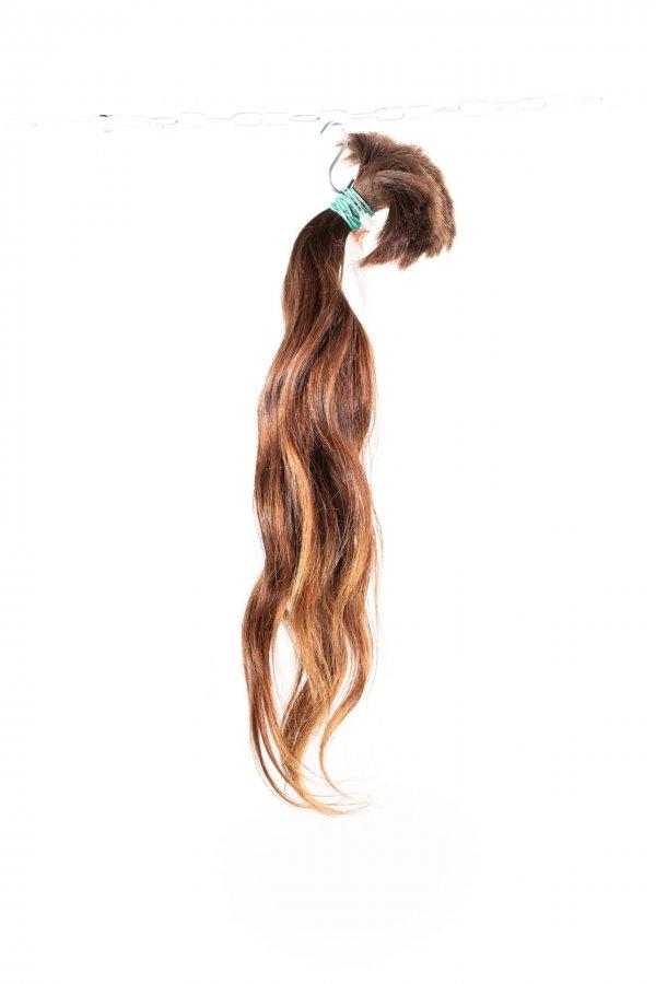 Vlnité vlasy v přírodním odstínu k prodloužení.