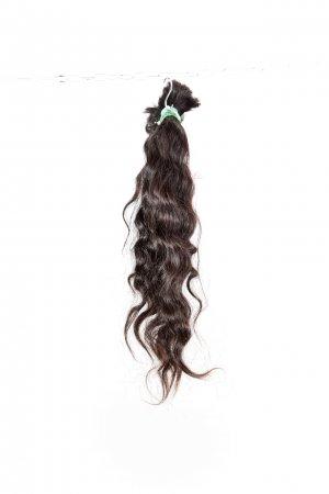 Vlnité tmavě hnědé vlasy na prodloužení.