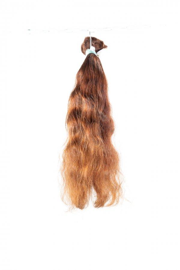 Přírodní hnědé vlasy na prodlužování.
