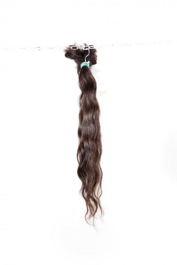 Jemně vlnité vlasy na prodlužování.
