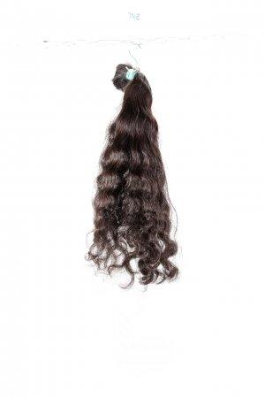 Pevná vlna tmavých hnědých vlasů na prodloužení.