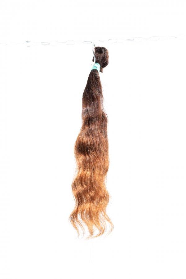 Vlnité přírodní vlasy k prodlužování vlasů.