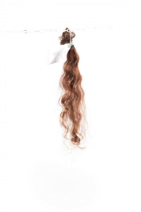 Pevná vlna vlnitých vlasů na prodlužování.