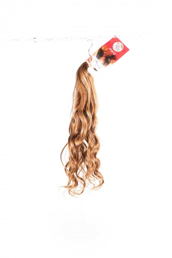 Vlnité světlé vlasy na prodlužovaní.