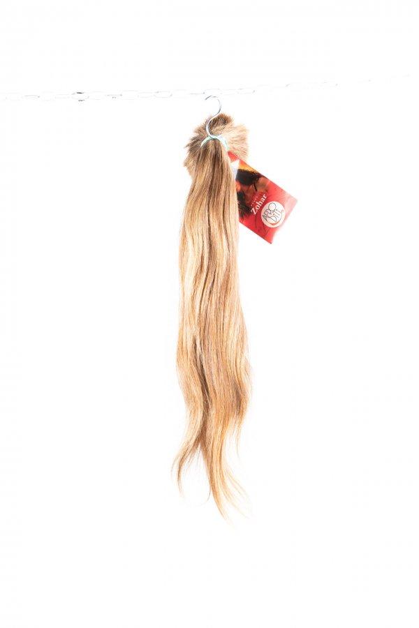 Lehká vlna přírodních vlasů na prodloužení.