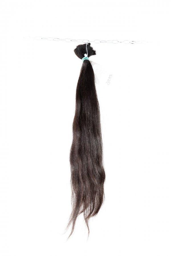 vlnité tmavé vlasy na prodlužování