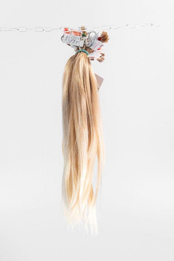 Panenské blond dětské vlasy