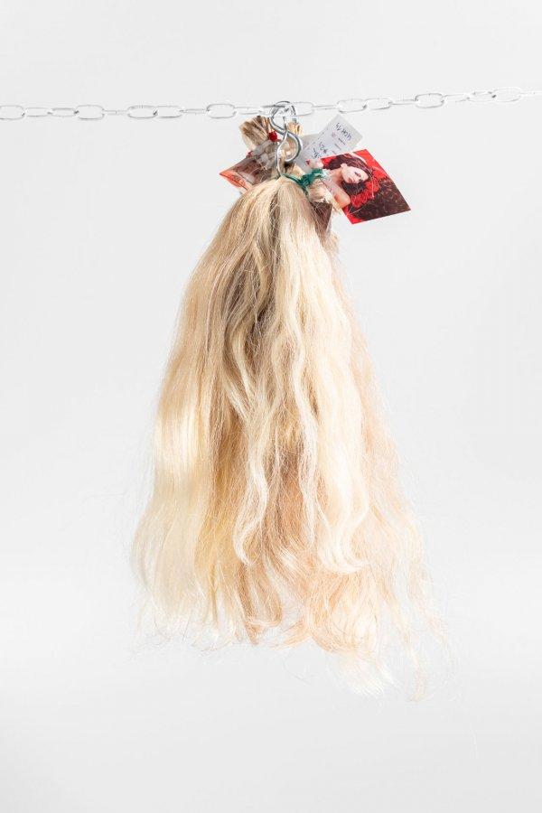 Světlé přírodní blond vlasy
