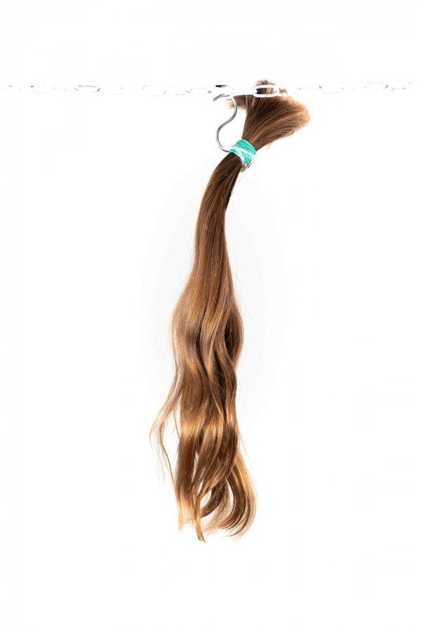 Lehce vlnité vlasy k prodloužení
