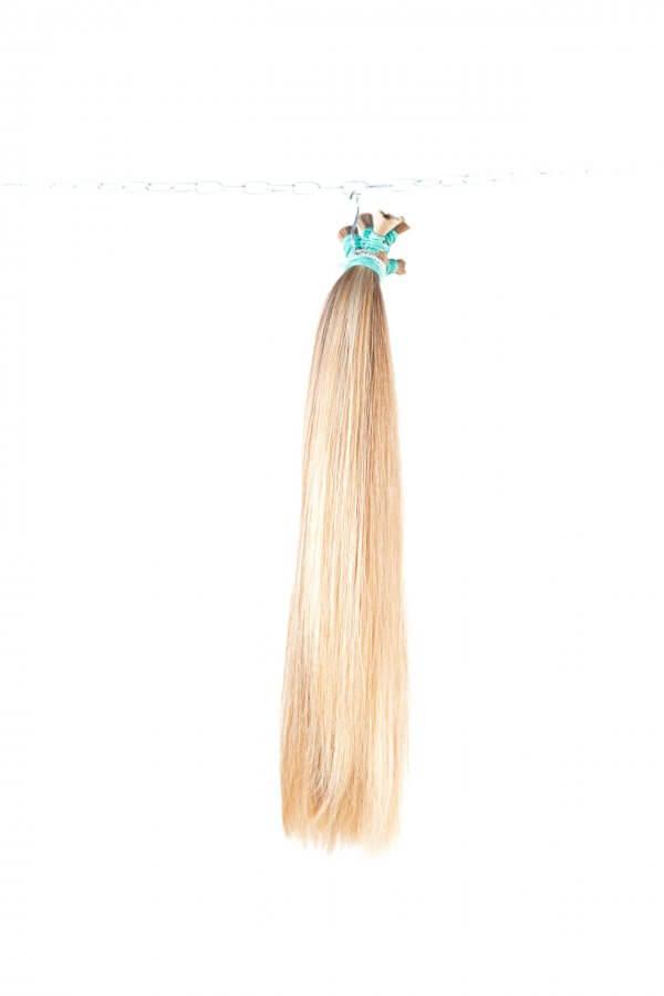 Světlé panenské vlasy