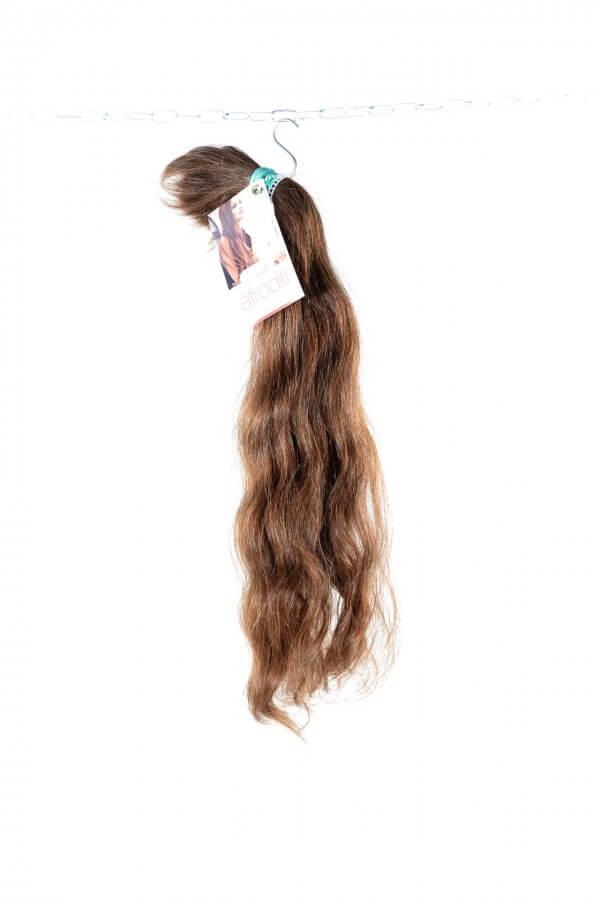 Přírodní vlnité vlasy.