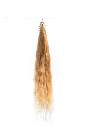 Vlnité světlé řecké vlasy