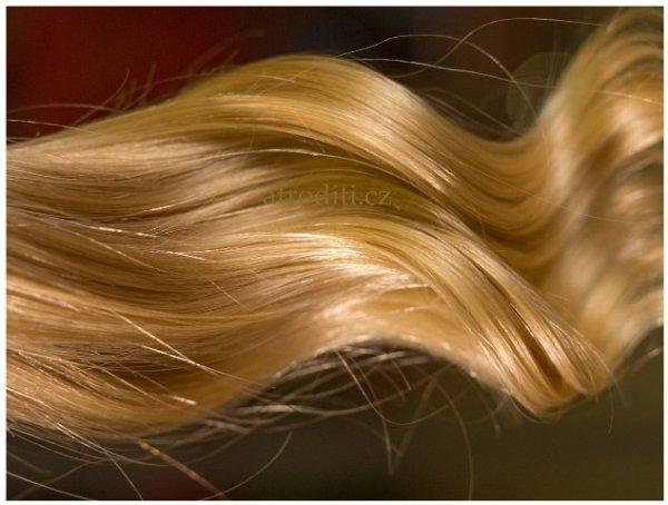 Prodloužení vlasů blond