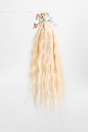 Vlnité blond vlasy