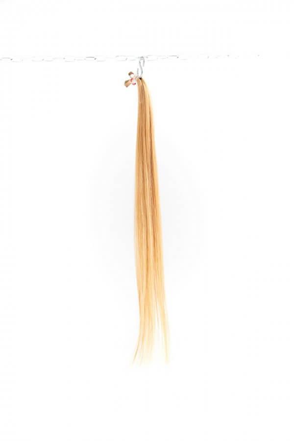 Rovné světlé vlasy