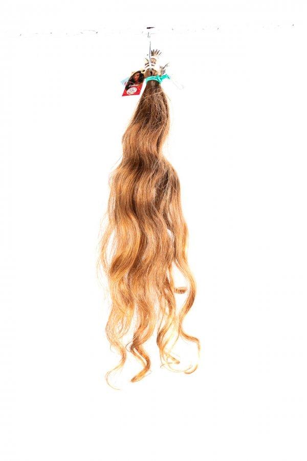 Vlnité světlé vlasy