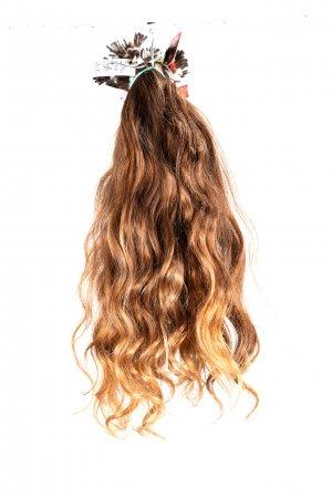 Vlnité přírodní světlé vlasy
