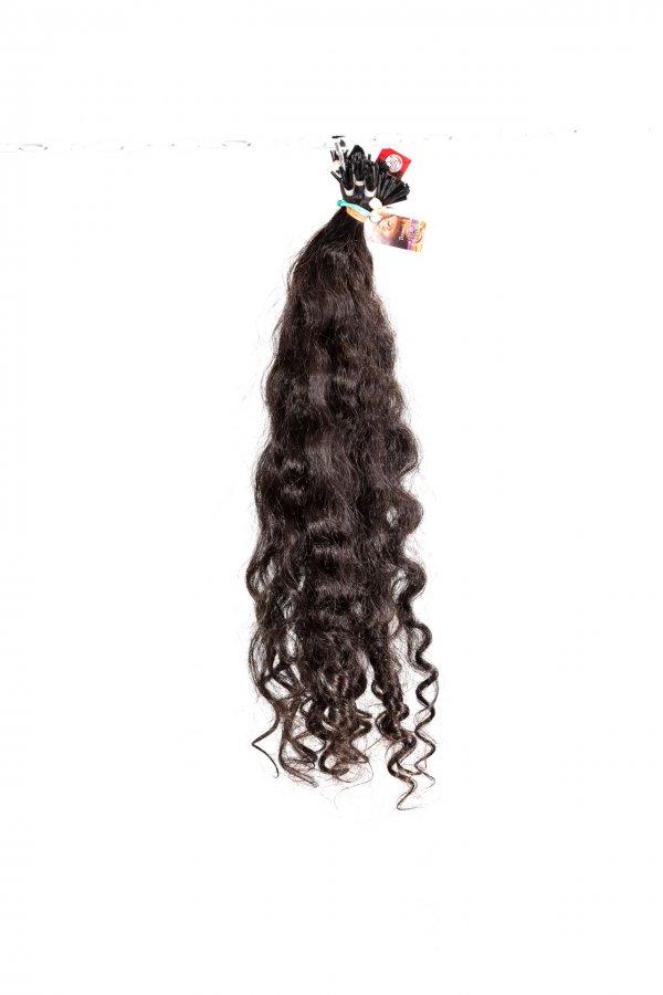 Kudrnaté černé vlasy